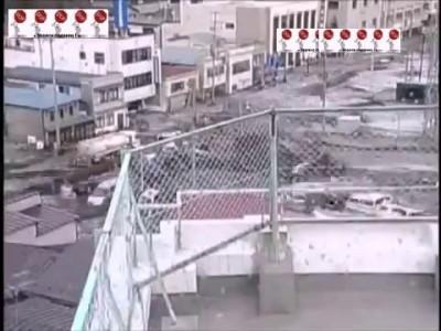 Цунами в Японии ( запись с камер видеонаблюдения ) ...
