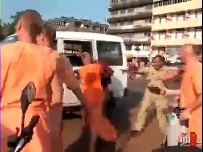 Русские кришнаиты vs полиция Индии