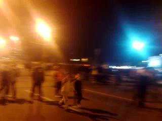 """""""Скорая помощь"""" едет через толпу.День города.Челябинск."""