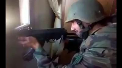 Солдат сирийской армии снял свою смерть .