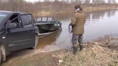 Спуск лодки с прицепа на воду