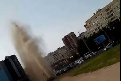 Рванул фонтан горячей воды ...