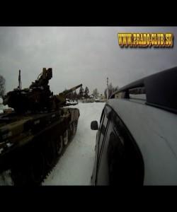 Танк Т-90 и Прадо