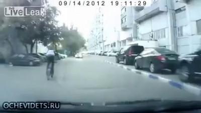 Дебил на BMX, решил перепрыгнуть через машину!!!