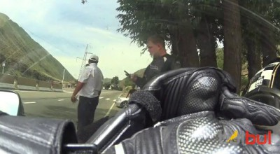 Сотрудники ГАИ стреляют по байкерам
