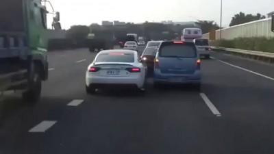По ходу наш брат едет на Audi A5 в Тайване