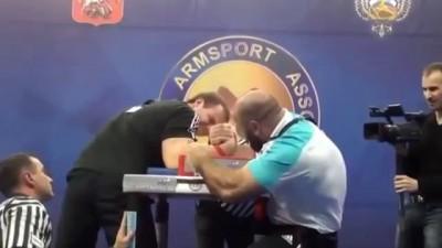 Армрестлинг: 110кг кавказец против русских и 70кг украинца