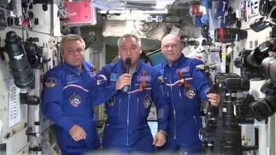 Космонавты поздравляют крымчан с Днём России