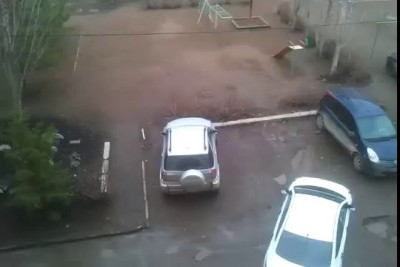 Права купила, парковаться не научилась...