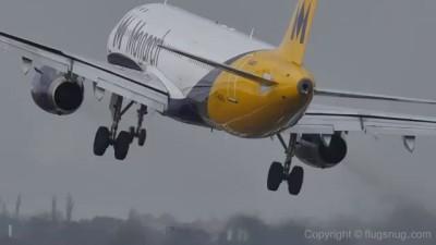 Посадка самолёта при сильном ветре. Подборка зима 2015/16