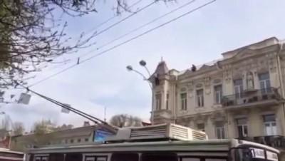 Мужчина прыгнул с крыши в центре Ростова
