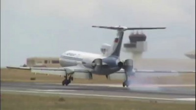 Tupolev 154 Reverses Power Before Touchdown!