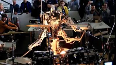 Четырехрукий робот барабанщик