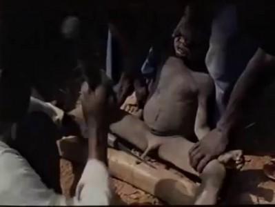 Массовое обрезание в Африке. Дикие племена.