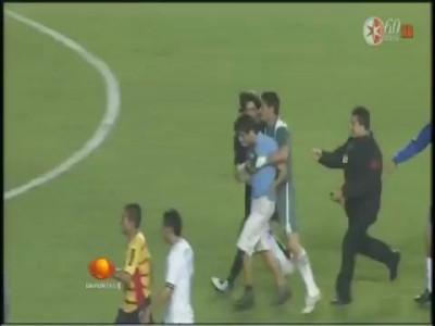 Chaco Gimenez golpea a Aficionado en Morelia vs Cruz Azul Semifinal vuelta C2011