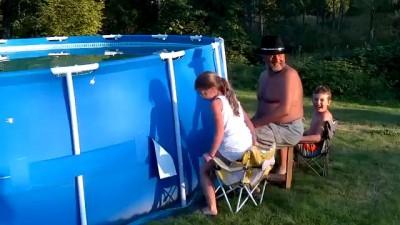 Как быстро почистить бассейн