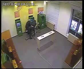 Жесть!!! Грабители воруют банкомат