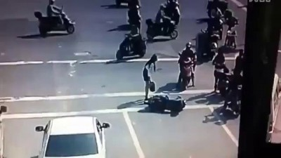 После аварии парень избивает девушку