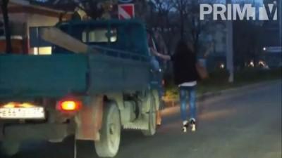 Девушки во Владивостоке ехали из клуба на грузовике