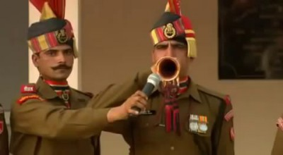 India Pakistan Wagah Attari Border Closing Ceremony.flv