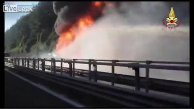 В Италии взорвался бензовоз , погиб водитель