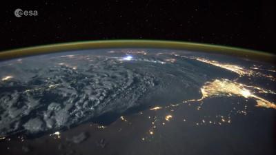 Астронавт заснял грозу на Земле с борта МКС