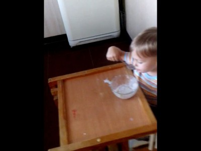 Сынуля кушает
