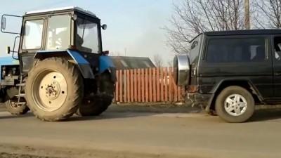Кто сильней? Mercedes vs traktor!!!