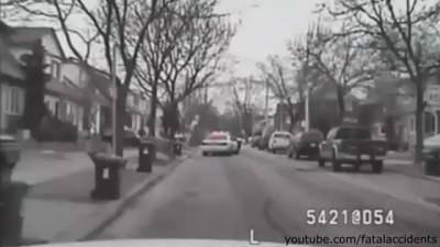 Полицейские застрелили сумасшедшего .