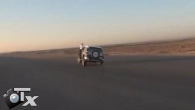 Арабские водители меняют колеса на ходу!