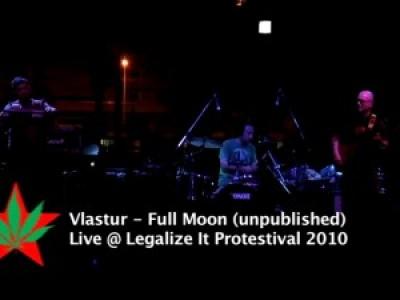 Vlastur - Full moon