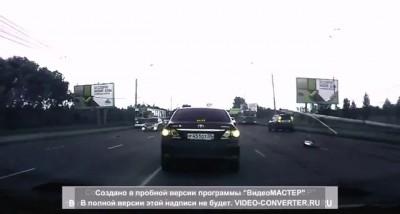 Омск. Упала опора освещения