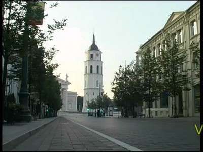 Мэр Вильнюса на танке раздавил Мерседес