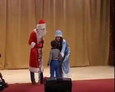 Мальчик послал Деда Мороза ( Boy sent Santa Claus)