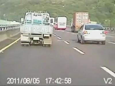 Авария грузовика на хайвее