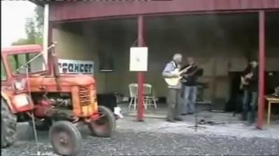 Трактор как ударный инструмент в оркестре .