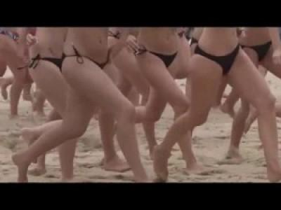 152 девушки и 1 парень, моющиеся вместе (Axe - Billions)