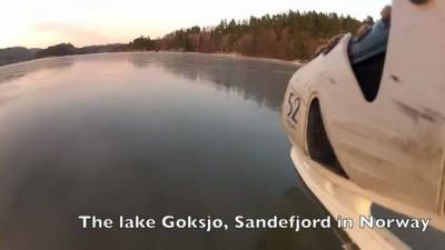 Безумный мужик на замерзшем озере