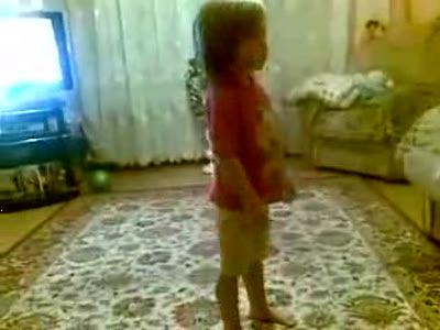 Девочка выносит мозг
