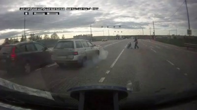 Водитель спас мать с ребенком от ДТП