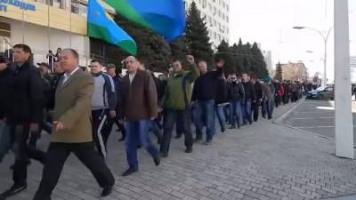 #Луганск ВСТАЛ и спешит на помощь ополченцам к #СБУ (8.04.2014)