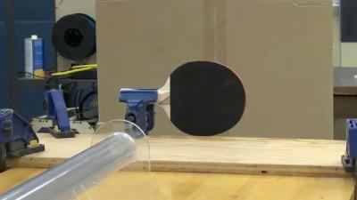 Шарик пинг-понга при скорости 900 миль в час