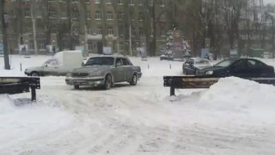Водители спаслись из ледового плена