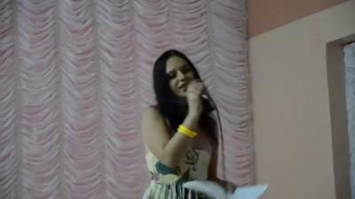 Зачётно сисечки выпали! - Worst singing and tits undress confuse