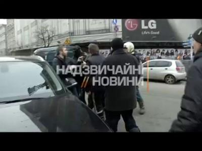В центре Киева евромайдановцы избили водителя