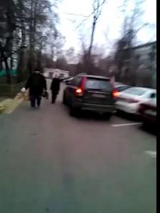 Хамство в московских дворах (ул.Херсонская)