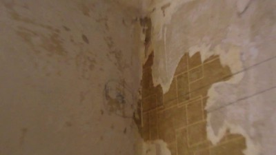 Бурение отверстий в стене