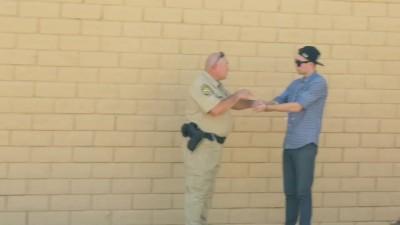 Полицейский, фокусник и пакет травы.