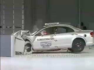 01-06 Dodge Stratus/Chrysler Sebring Sedan crash test (IIHS)