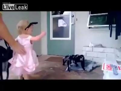 Идиотизм матери - калечит психику ребенку! / Crazy mummy!